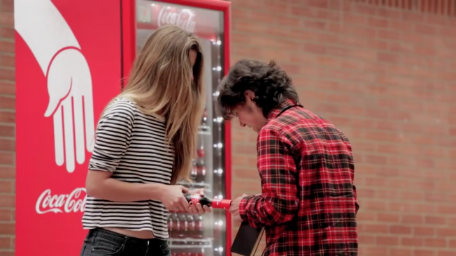 coca-cola-friendly-twist-hed-2014